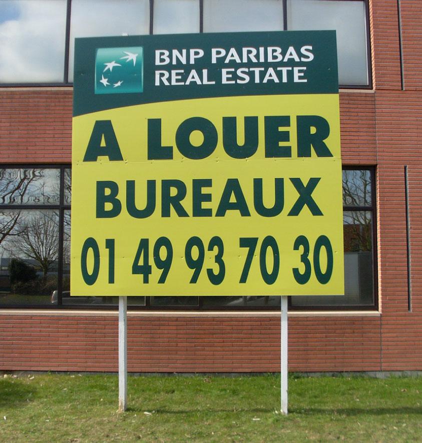 Un panneau immobilier grand format